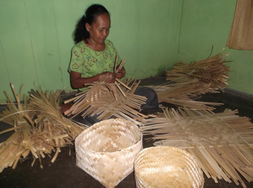 cara membuat anyaman bambu